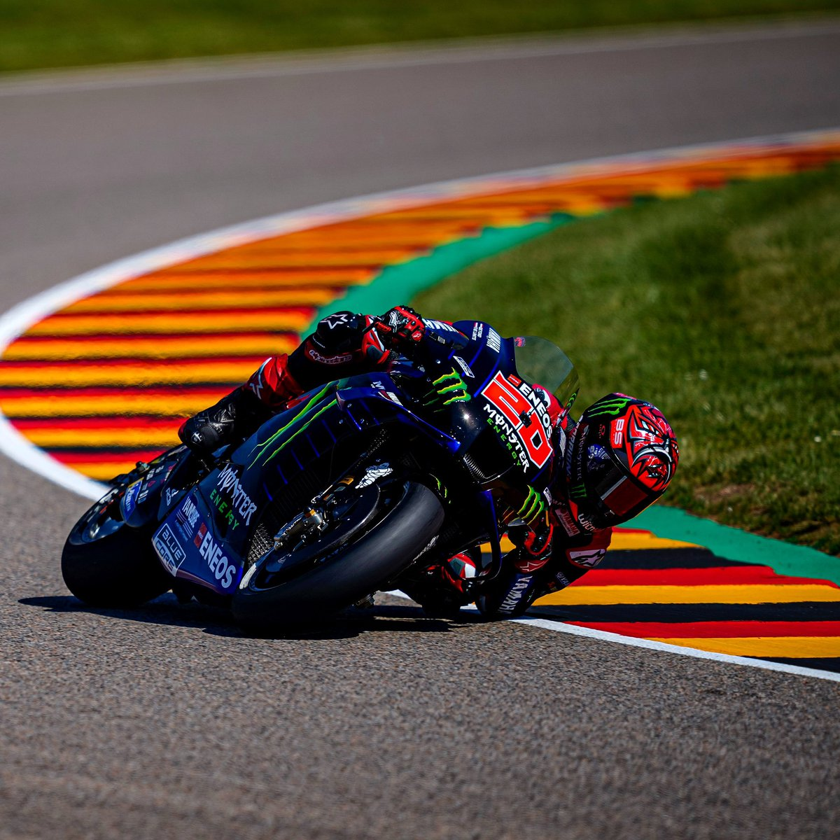 Pembalap Monster Energy Yamaha, Fabio Quartararo, sukses keluar sebagai pemenang pada balapan seri kesembilan MotoGP Belanda 2021. Fabio Quartararo menjadi pembalap pertama yang mencapai garis finis pada balapan MotoGP Belanda 2021 yang digelar di Sirkuit Assen, Belanda, Minggu (27/6/2021)