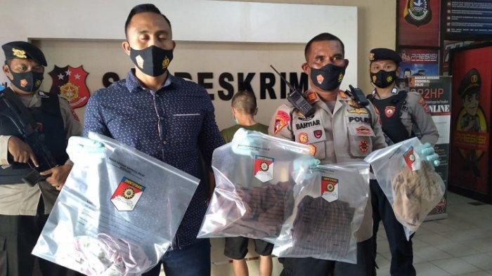 Kasat Reskrim Polres Kendari AKP I Gede Pranata Wiguna (kemeja biru), memperlihatkan barang bukti rudapaksa terhadap anak di bawah umur, Kamis (17/6/2021). (TribunnewsSultra.com/Istimewa)