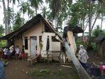 1-unit-rumah-di-ulee-jalan-kecamatan-banda-sakti-lhokseumawe-tertimpa-pohon-kelapa.jpg