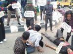 aksi-mahasiswa-pro-jurnalis-di-lhokseumawe.jpg