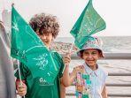 anak-anak-kibarkan-bendera-saudi.jpg