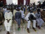 anak-anak-sekolah-yang-dibebaskan-dipertemukan-dengan-presiden-nigeria-muhammadu-buhari.jpg