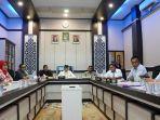 anggota-dpra-menggelar-pertemuan-dengan-komisi-independen-pemilihan-kip.jpg