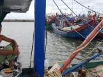 angin-kencang-nelayan-tunda-melaut.jpg