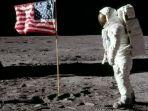 astronout-mendarat-di-bulan_20180721_001252.jpg