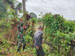 babinsa-kodim-0114-aceh-jaya-saat-membantu-masyarakat-memperbaiki-pagar.jpg