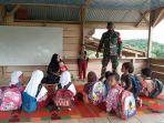babinsa-koramil-12sungai-raya-kodim-0104aceh-timur-membantu-mengajar-anak-anak-sd.jpg