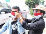 bagikan-masker-karya-siswa-smk.jpg