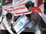 bakar-bendera-israel.jpg