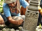 batu-nisan-di-kompleks-bekas-kerajaan-lamuri-2.jpg