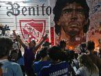 belasungkawa-kepada-mendiang-diego-armando-maradona-di-altar-stadion.jpg