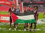 bendera-palestina-saat-rayakan-leicester-city-juara-piala-fa.jpg