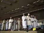 berpakaian-tak-pantas-dan-berbau-badan-saat-mendatangi-masjid-di-arab-saudi_20180130_232916.jpg