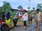 bupati-aceh-baratmeninjau-kawasan-banjir-di-desa-cot-rambong-kecamatan-woyla-barat.jpg