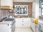 dapur-dengan-desain-rustic-modern_20171101_084954.jpg