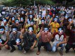 demo-bertopeng-di-myanmar.jpg