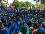 demo-mahasiswa-dari-berbagai-kampus-tolak-izin-pt-emm.jpg