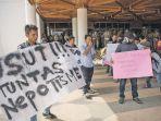 demonstran-yang-menamakan-diri-gerakan-mahasiswa_20170309_091539.jpg
