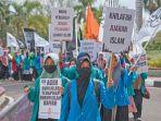 demonstran-yang-tergabung-dalam-aliansi-mahasiswa-peduli_20180419_113607.jpg