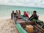 dorong-perahu-di-singkil_20180320_185451.jpg