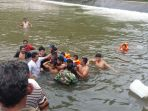 evakuasi-korban-terseret-arus-irigasi_20170903_215003.jpg
