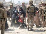 evakuasi-warga-di-bandara-kabul-afghanistan.jpg