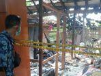 garis-polisi-dipasang-di-rumah-milik-sukijan-lokasi-terjadinya-ledakan-petasan.jpg