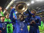 gelandang-chelsea-asal-prancis-ngolo-kante-mengangkat-trofi-liga-champions-uefa.jpg
