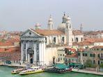 gereja-santa-maria-del-rosario-di-venesia-italia_20170425_141809.jpg