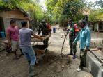 Koramil Simpang Tiga Aceh Besar Gotong Royong Bersama Masyarakat Desa Lambunot thumbnail