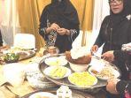 hidangan-khas-khanduri-kematian-di-arena-pekan-kebudayaan-aceh_20180808_104943.jpg