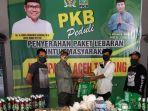 hrd-saat-menyerahkan-paket-lebaran-kepada-tujuh-koordinator-relawan-dari-tujuh-kabupaten.jpg