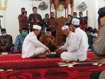 ismed-sofyan-saat-melangsungkan-akad-nikah-di-masjid-salman-alfarisi-aceh-tamiang.jpg