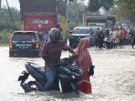 jalan-nasional-di-kawasan-kecamatan-syamtalira-aron-aceh-utara-juga-terendam-banjir.jpg