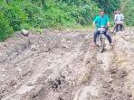 jalan-rusak-di-desa-ranto-panyang-kecamatan-juli-kabupaten-bireuen.jpg