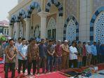jamaah-jumat-di-masjid-kl.jpg