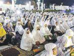 jamaah-mengikuti-zikir-akbar-pemilu-damai-di-masjid-raya-baiturrahman.jpg