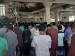 jamaah-penuh-sesak-shalat-jumat-di-masjid-agung-alfalah-sigli-jumat-2032020.jpg