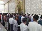 jamaah-shalat-jumat-di-masjid-agung-baitul-ghafur-abdya-di-desa-seunaloh-blangpidie.jpg