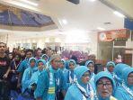 jamaah-umrah-mengantri-di-bandara-sultan-iskandar-muda_20181007_073522.jpg