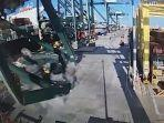 jatuhnya-crane-di-pelabuhan-valencia-spanyol-usai-ditabrak-kapal-kontainer.jpg