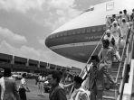 jemaah-haji-indonesia-tahun-1981-mendarat-di-bandara-halim_20180720_000745.jpg