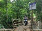 jembatan-bambu-di-ponorogo-yang-dibangun-menggunakan-dana-ratusan-juta-rupiah.jpg