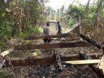 jembatan-gantung-dibakar-dan-material-jembatan-dicuri.jpg