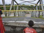 jembatan-ulee-raket-di-kawasan-desa-sawang-teube-kecamatan-kaway-xvi-di-aceh-barat-ambruk.jpg