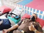 kajari-lhokseumawe-dr-mukhlis-sh-mh-mengikuti-donor-darah-di-kejaksaan-setempat.jpg