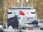 kapal-turki-di-selat-istanbul.jpg