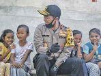 kapolda-aceh-irjen-pol-wahyu-widada-berbincang-dengan-anak-anak-di-desa.jpg