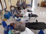 kapolres-nagan-raya-menjalani-donor-darah-di-mapolres-setempat.jpg