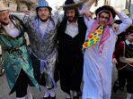 kaum-yahudi-ortodox-rayakan-festival-purim.jpg